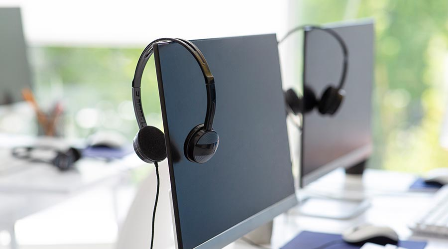 headsets for receiving voip calls on desk monitor